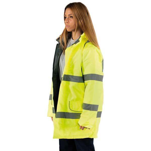Blusões impermeáveis refletores estão disponíveis em cinza e tecido refletor