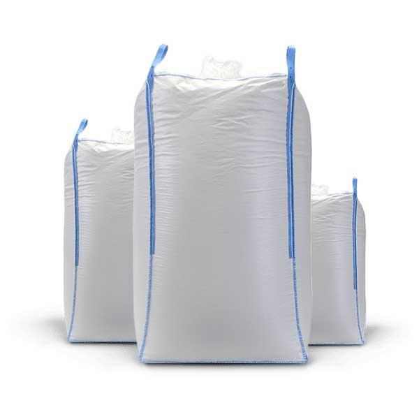 Os big bags, também conhecidos como FIBC (Flexible intermediate bulk container), são sacos industriais feitos com material flexível e resistente para transportar produtos a granel