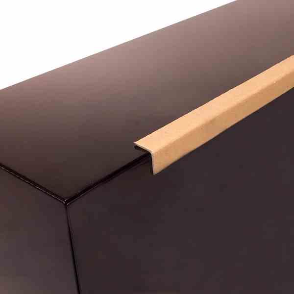 As cantoneiras de cartão prensado são um produto indispensável para a estabilização de paletes, reforçando a proteção da sua encomenda durante todo o processo de transporte e armazenamento.