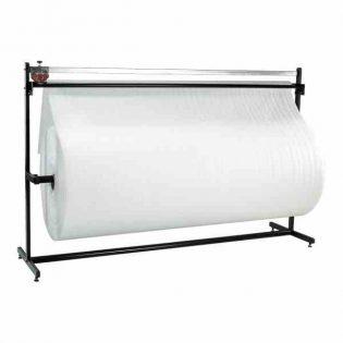 O desenrolador de bobines é composto por um prático suporte que permite a colocação e corte transversal de rolos de espuma, bolha de ar, papel e TNT