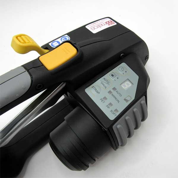 Permite a cintagem de todo o tipo de cargas com cintas de poliéster ou polipropileno