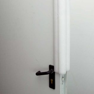 Produto ideal para uso na industria de mármores, vidros, móveis, artigos sanitários, eletrónica, automóvel, entre outras.