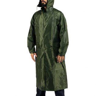 Capas de chuva impermeáveis estão disponíveis em verde escuro e azul marinho