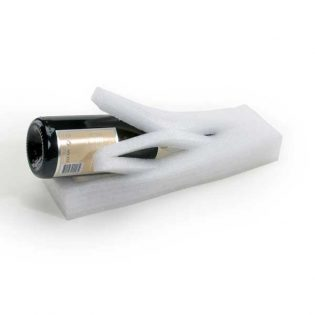 Solução para proteger garrafas adaptando-se à forma do produto