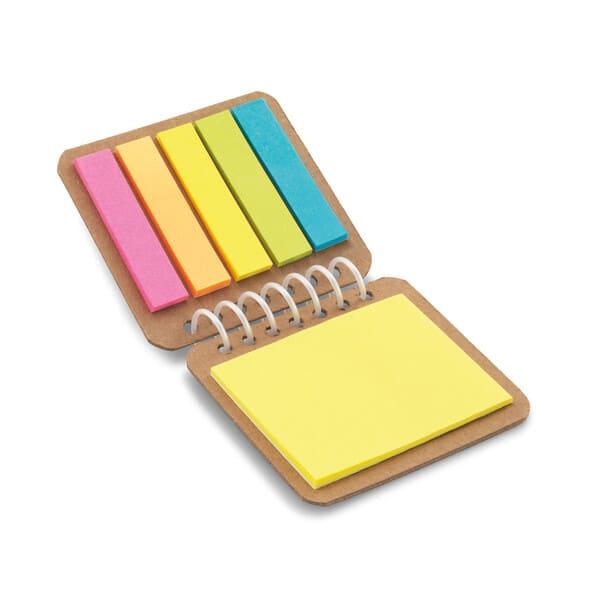 Bloco de notas adesivas espiral, com 6 conjuntos (25 folhas cada conjunto) e capa em papel kraft.