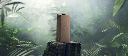 Embalagem de cartão, fabricada exclusivamente a partir de materiais renováveis ou reciclados, obtidos de forma responsável